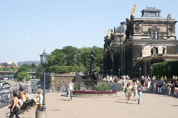 Brühlschen Terren Dresden | Dresden Bruhlsche Terrasse Kasematten